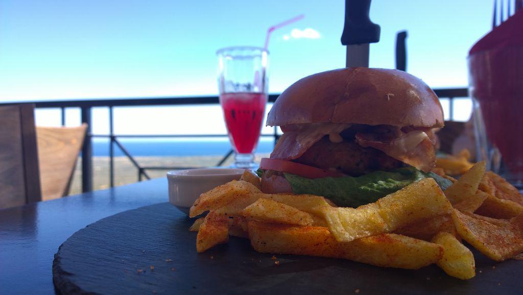 Meteoron Bar & Restaurant